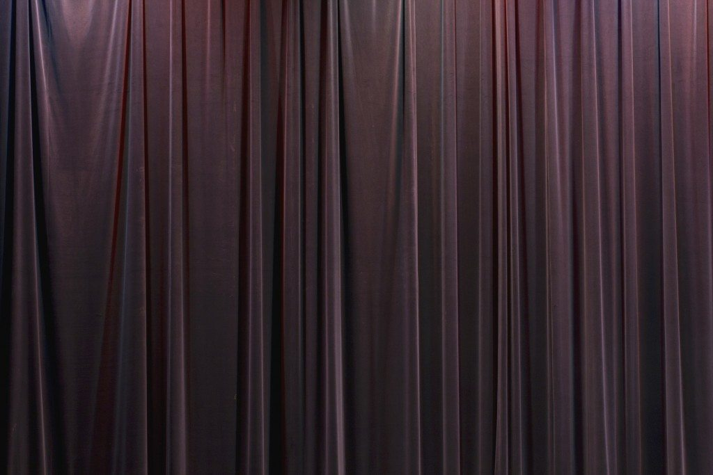 stage-curtain_z1ZlMvY_