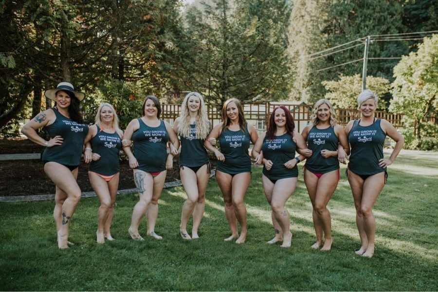 Tammy Dupuis and her franchisees at a corporate retreat posing together